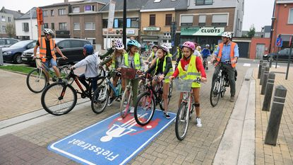 Twee nieuwe fietsstraten rond De Regenboog