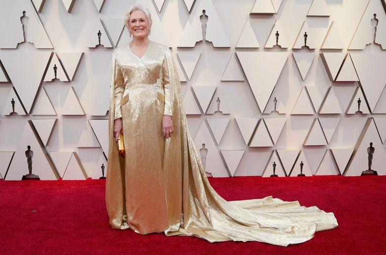 Glenn Close trok een gouden jurk van Carolina Herrera aan en ziet er zo zélf als een Oscarbeeldje uit. Leuk detail: de jurk weegt maar liefst 19 kilo.