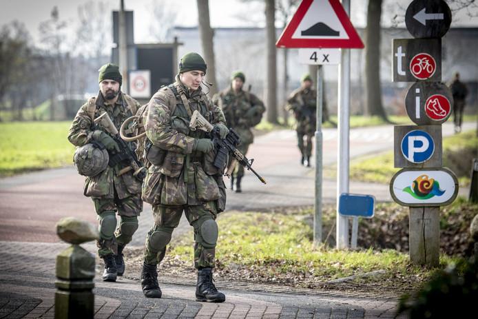 De militairen bereiken Agelo, waar ze een opdracht moeten uitvoeren.