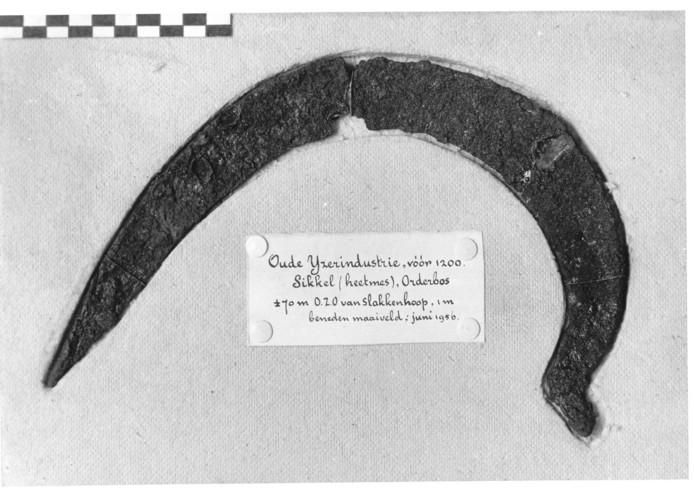 De sikkel die ruim zestig jaar archeologen heeft geïntrigeerd, is nu definitief 'gemaakt op de Veluwe'.