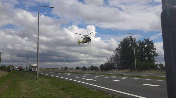 De traumahelikopter bij het ongeval in Zeewolde waar twee mensen uit Medemblik om het leven kwamen.