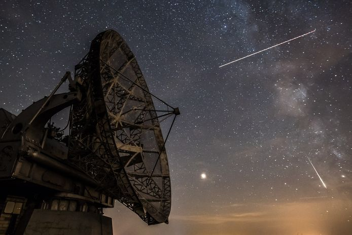 epaselect epa06947130 Perseid meteors (down, R) streaks across the sky over the radar near the Astronomical Institute of the Academy of Science of the Czech Republic in Ondrejov, Czech Republic, late 12 August 2018. The Perseid meteor shower occurs every year in August when the Earth passes through debris and dust of the Swift-Tuttle comet.  EPA/MARTIN DIVISEK