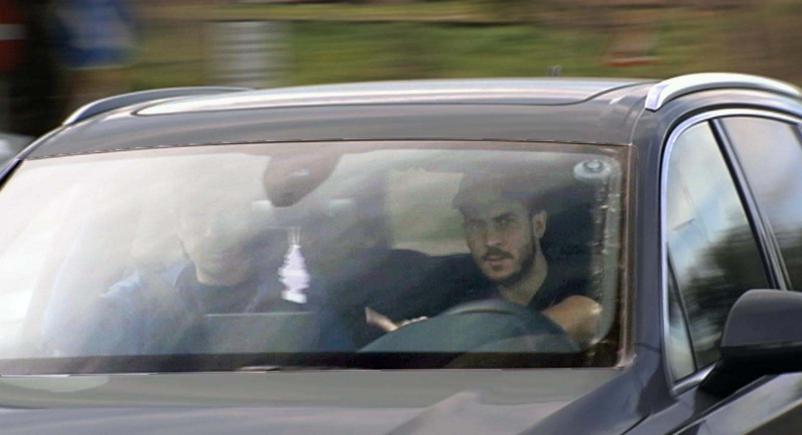 Eden Hazard dans sa voiture avant de prendre l'avion à Madrid.