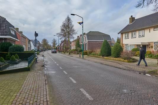 De Hoofdstraat in Heeswijk-Dinther zoals de straat er nu uitziet, ongeveer vanuit hetzelfde perspectief als de illustratie van de nieuwe situatie.