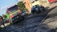 Smurrie belandt op rijbaan nadat vrachtwagen te hard remt