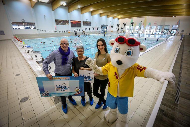 Bart Dupon, sportschepen Dolores David, Cilou Annys en de mascotte tonen de nieuwe naam.