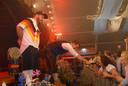 Dannie van der Pas, een gerespecteerd lid van DJ Crew on Tour, gaf Eva van Hoek even de kans om haar zangtalent te demonstreren.