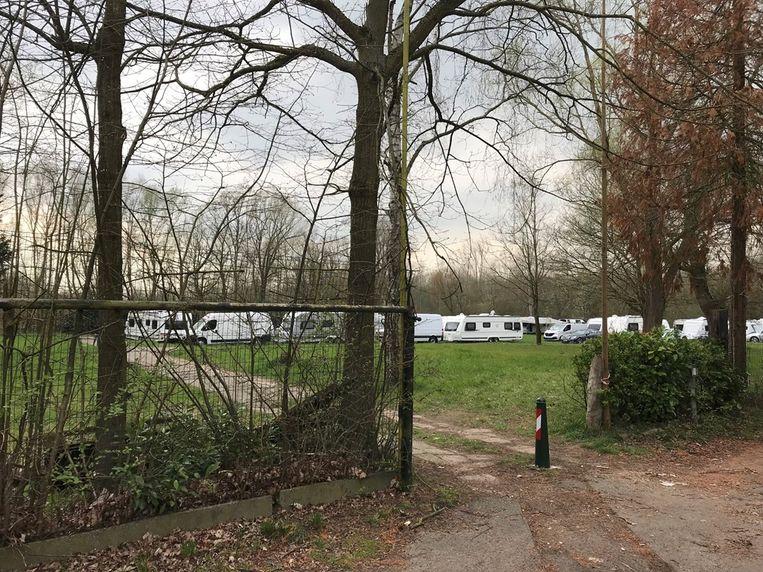 Twintig woonwagens zijn neergestreken op de terreinen van Heirweg I.