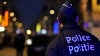 Mogelijk verijdelde aanslag: groot wapenarsenaal en politie-uniformen aangetroffen, 2 verdachten aangehouden