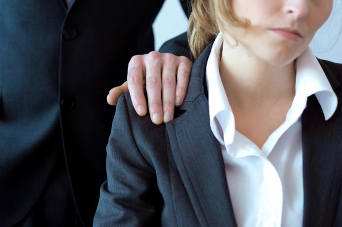 Seksueel grensoverschrijdend gedrag komt vaak voor op de werkvloer.