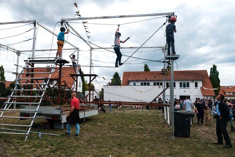 Op de buitenspeeldag in Boxbergheide bij Genk kende het touwenparcours veel succes.