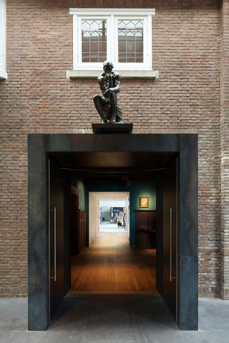 Verbinding tussen oud en nieuw, met het beeld de denker door Auguste Rodin. Beeld Christiaan van der Kooij