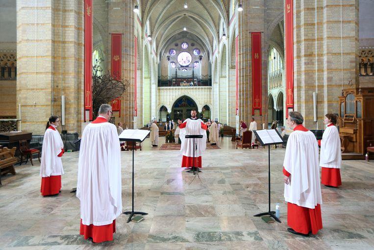 Ook bij de katholieke parochies blijven mensen weg. Beeld Hollandse Hoogte/ANP