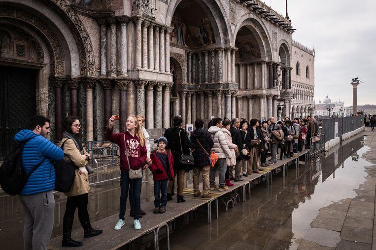 De San Marcobasiliek in Venetië heeft zwaar te lijden onder de hoge waterstanden.   Beeld Zolin Nicola