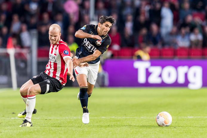 Aras Ozbiliz (r) in het shirt van Willem II zorgde donderdagavond voor de assist bij de eerste goal van Armenië.