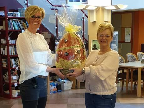Paasei van 3,2 kilo als steun voor door corona zwaar getroffen verzorgingshuis Brinkhoven in Heerde