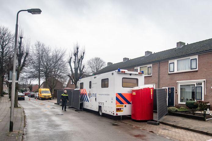 Het politieonderzoek aan de Lepelaarstraat in Losser.