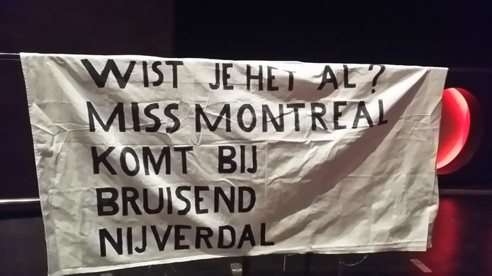 Fans Miss Montreal Maken Met Spandoek Reclame Voor Bruisend Nijverdal Hellendoorn Tubantia Nl