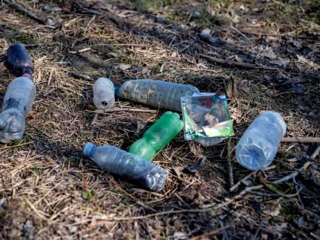 Oevers Waal en Maas liggen vol met plastic: 'Een enorme hoeveelheid'