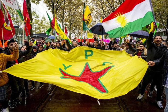 Afgelopen zaterdag werd al een demonstratie met een tocht door Den Haag gelopen. Demonstranten willen aandacht voor de Turkse aanvallen in Noord-Syrie.