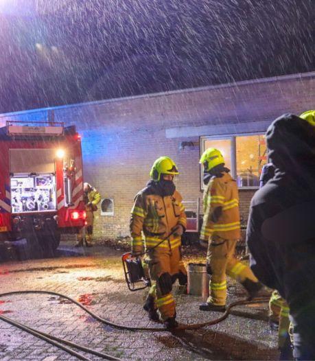 Doeken met olie veroorzaken brand in werkplaats in Barneveld