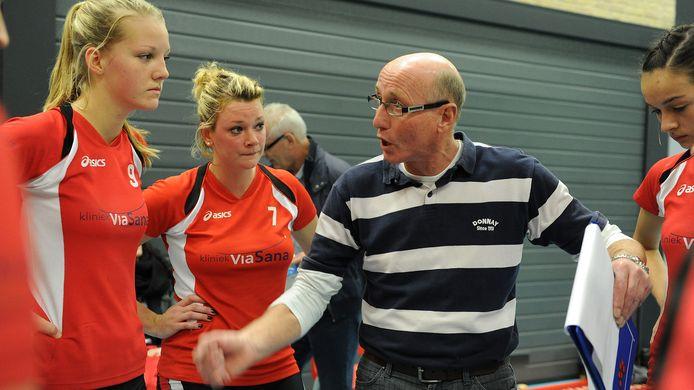 Joop Janssens op archiefbeeld als trainer van Activia.