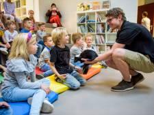 Kindcentrum De Kiezel uit Best verwelkomt stinkdier in de klas
