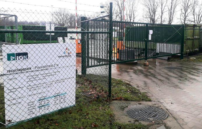 Het Herenthoutse containerpark aan de Pauwelstraat.