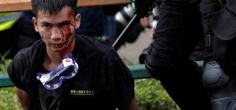 Gaz lacrymogènes et explosions, la situation s'aggrave à Hong Kong
