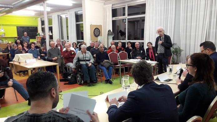 Wijkdebat onder leiding van Gelderlander-journalist Rob Jaspers in het Nijmeegse Lindenholt in aanloop naar de raadsverkiezingen op 21 maart.