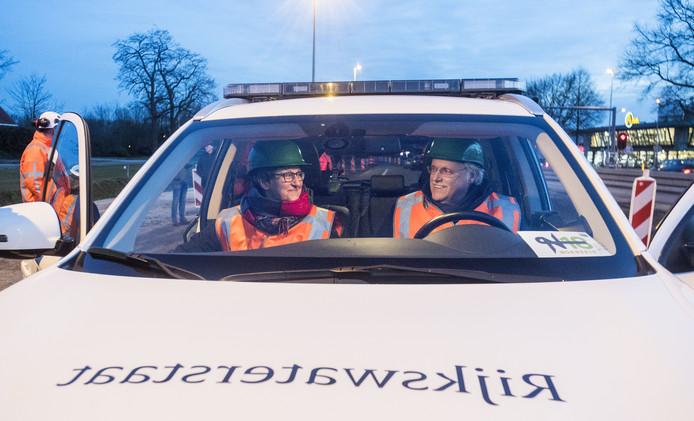 Wethouders van Oost Gelre & Berkelland maken de eerste kilometers op de nieuwe weg.