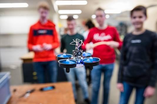 Jongeren zien steeds meer technologie om zich heen en raken er meer in geïnteresseerd.