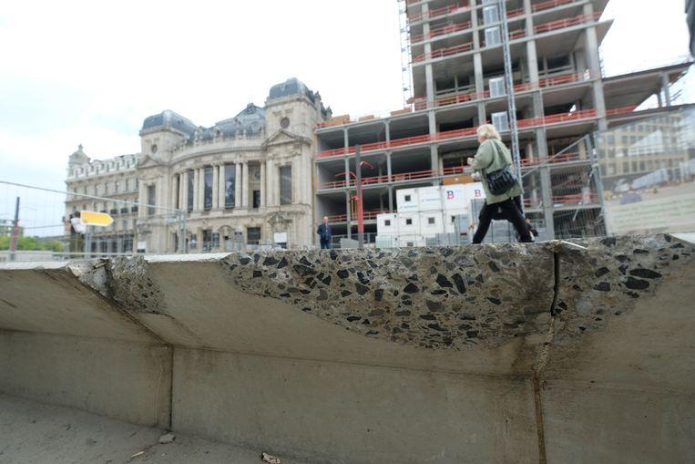 Beton op operaplein is al aan het afbrokkelen
