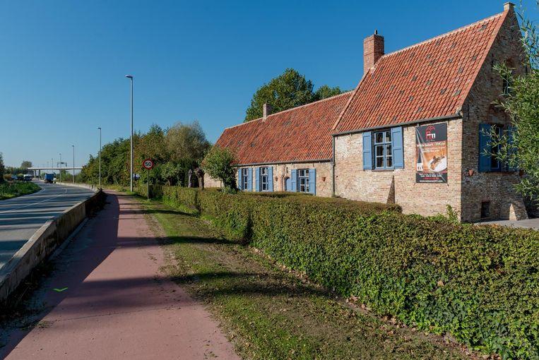 Op deze plaats aan restaurant A11 stond vroeger een beschermde meidoornhaag.