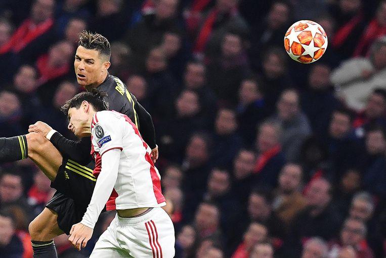 Jurgen Ekkelenkamp in duel met Cristiano Ronaldo Beeld anp