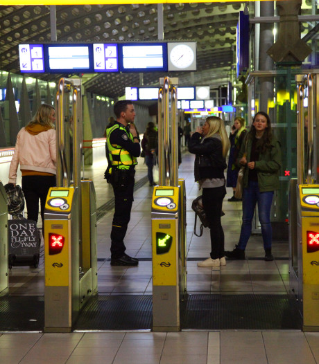 Storing aan poortjes op station Amersfoort