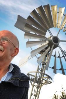 De achteras van een oude Daf draait nu in een windmolen in Sint Laurens