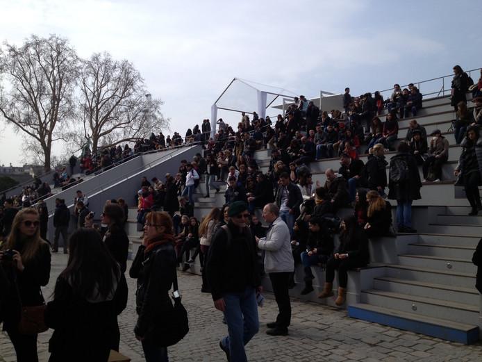 Het is zaterdagmiddag al vroeg druk op de tribune voor de Notre Dame.