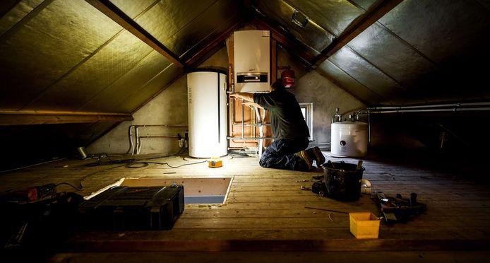 Eneco Installatiebedrijven plaatst en onderhoudt cv-ketels en warmtetoestellen bij particulieren, bedrijven en wooncorporaties. Voor die laatste twee categorieën staakt het energiebedrijf zijn werkzaamheden.