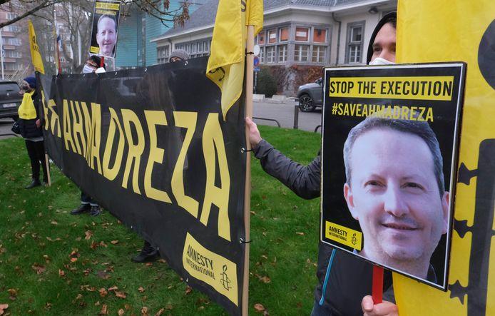 Amnesty International voerde gisteravond actie voor de Iraanse ambassade in Brussel tegen de naderende executie van de Zweeds-Iraanse wetenschapper Ahmadreza Djalali.
