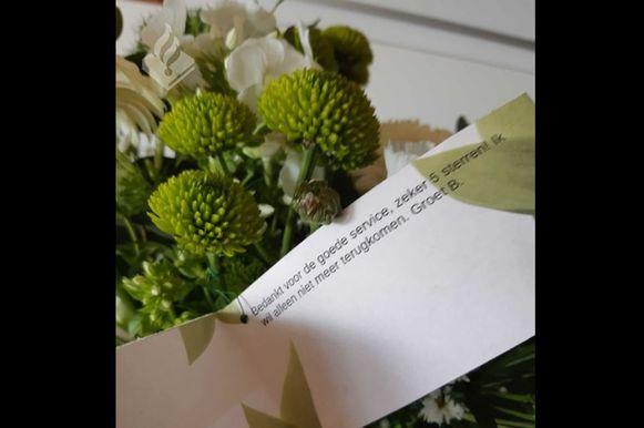 Het bloemetje dat bajesklant B. aan de politie stuurde na zijn vrijlating.