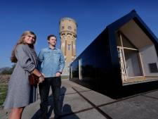 Zwijndrecht heeft zijn eerste 'tiny house' al opgebouwd
