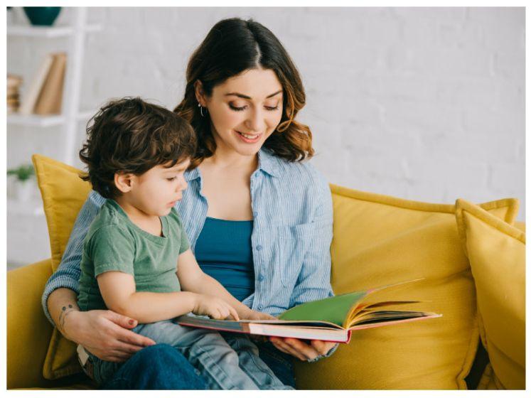 """""""Kind neemt tot anderhalf miljoen woorden meer op"""": experte over waarom je als ouder vaker zou moeten voorlezen"""