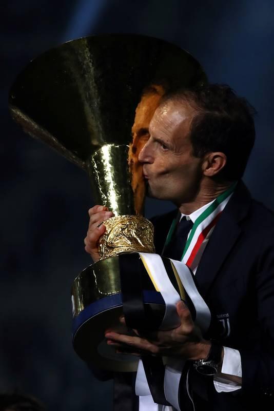 Massimiliano Allegri viert zijn vijfde landstitel met Juventus.