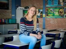Manuela uit Oud-Alblas doet eindexamen en dat is alles behalve vanzelfsprekend: 'Ik kon niet aan school dénken door de pijn'