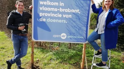 Open Vld zet campagne in met welkomsborden op provinciegrens