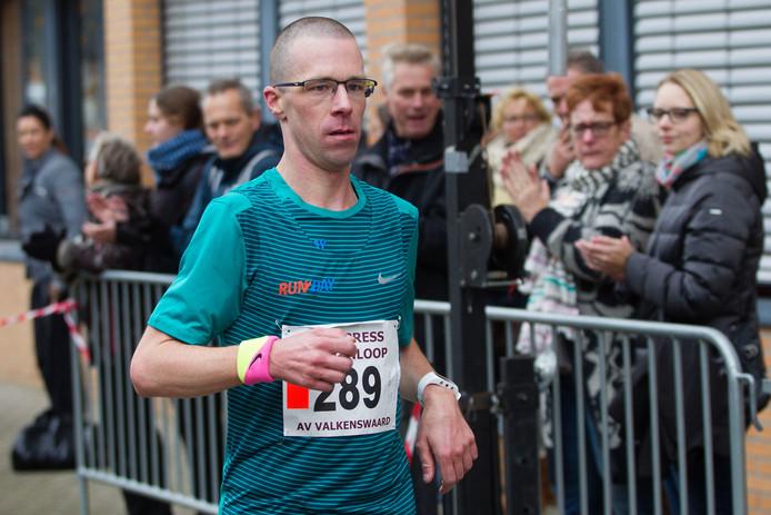 Colin Bekers finisht als eerste.