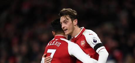 Wenger noemt vertrek Özil en Sanchez uitgesloten