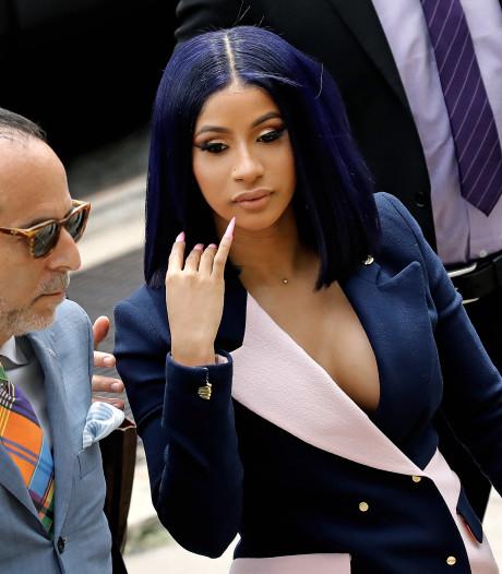 """Cardi B critiquée pour ses tenues au tribunal: """"Où voulez-vous que j'achète mes costumes? Chez H&M?"""""""