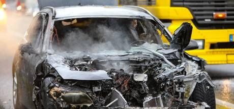 Man uit Apeldoorn ziet zijn gloednieuwe BMW op terugweg van de Gamma opgaan in rook